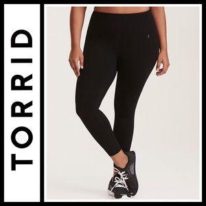 Torrid Black Crop Active Leggings NWOT